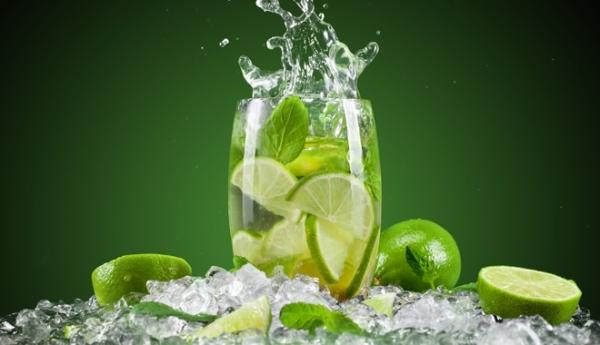 Uống nước chanh vào mỗi buổi sáng sớm rất tốt