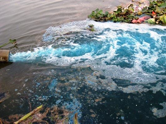 nước thải nhà máy đổ thẳng ra sông